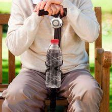 Bastone in Legno con Campanello e Supporto per Bottiglie